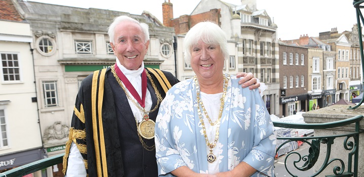 The Mayor Councillor Robert Davidson and Mayoress Mrs Liz Davidson